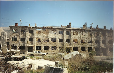 Imagini Mostar: cladire bombardata