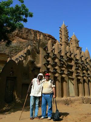 Trekking Mali: cu AG si o moschee din Pays Dogon
