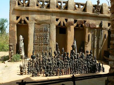 Suveniruri Pays Dogon: statuete dogone