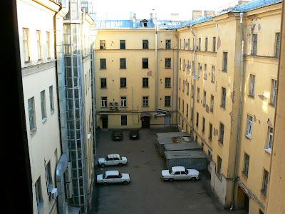 Cazare Rusia: Hostel Zimmer curtea interioara