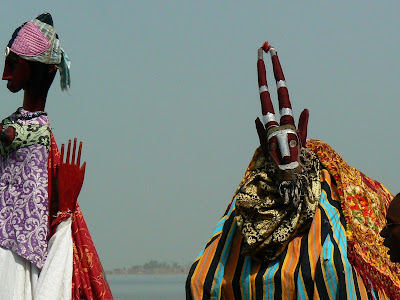 Eveniment Mali: concurs pirogi Mopti, dansator dogon