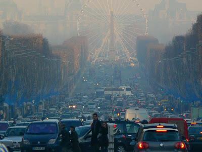 cu Air France la Paris: Champs Elysees