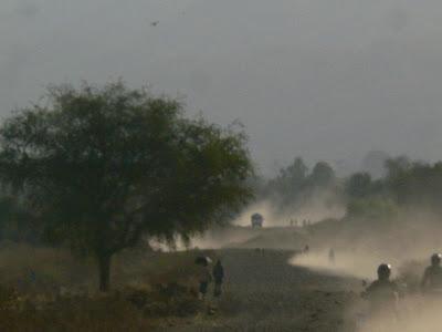 Imagini Etiopia: prin praf si vise