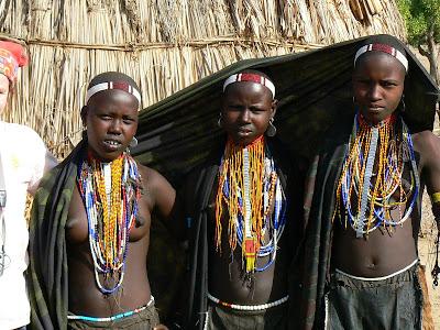 Imagini Etiopia: adolescente topless - Arbore