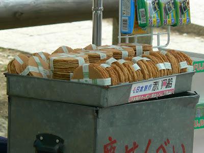 Imagini Japonia: biscuiti de cerb Nara