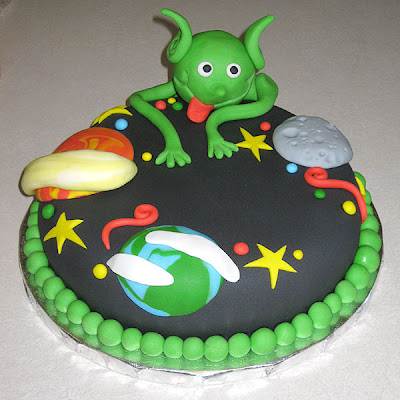 Alien Spaceship Cake http://sliceoffun.blogspot.com/2010/03/space-alien-cake.html