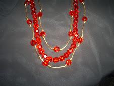 colar em cristais sintéticos vermelhos, com fio dourado (Bilho intenso,lindo!!)