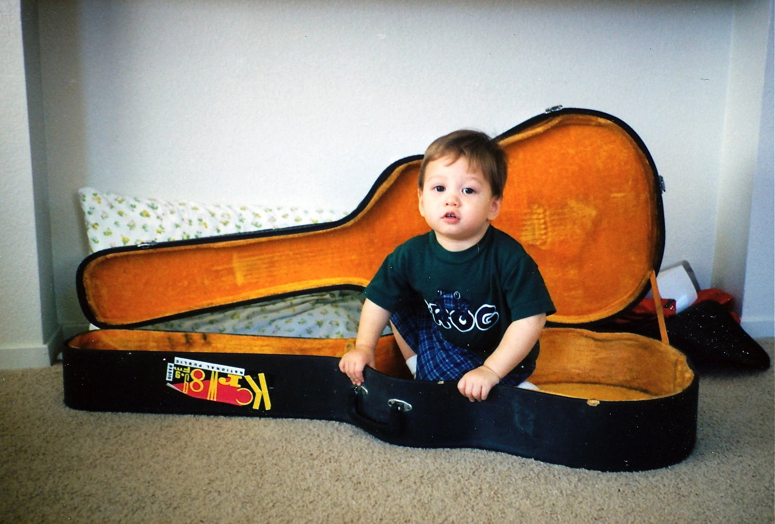[Noah+in+Guitar+Case]