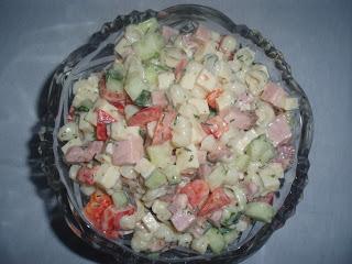 Салат с копченостями
