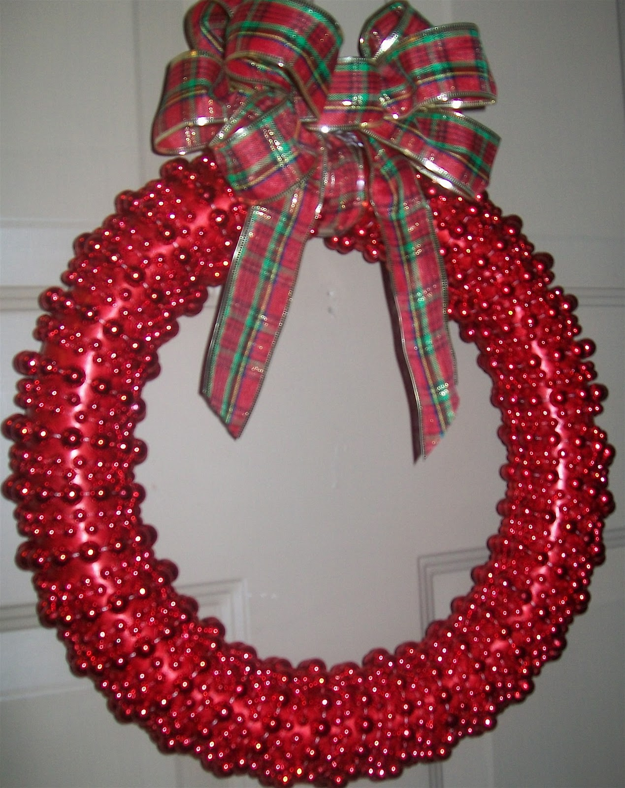 Easy christmas wreath with beads and ribbon Simple christmas wreaths