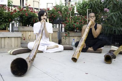 http://3.bp.blogspot.com/_DgypyrBIhLY/TVDoSAqYqVI/AAAAAAAADUw/uKzMCBJ8H10/s1600/travel-didgeridoo.jpg