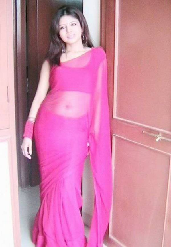 ... Mallu Aunty Open Blouse Without Saree Still Showing Her Smooth Navel