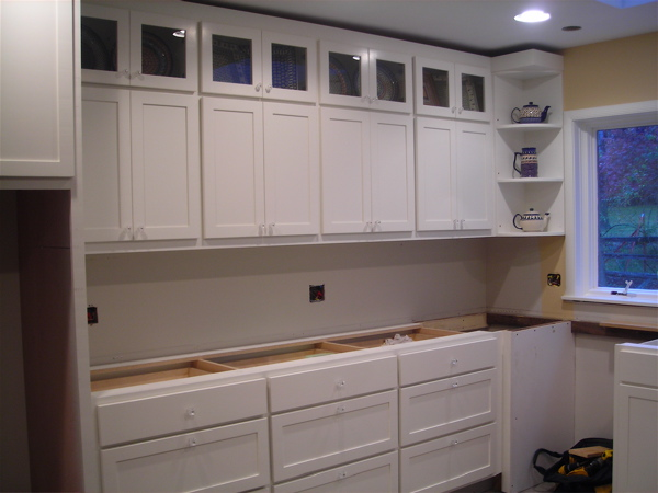 How to install 42 inch kitchen cabinets with crown molding for 42 inch kitchen cabinets