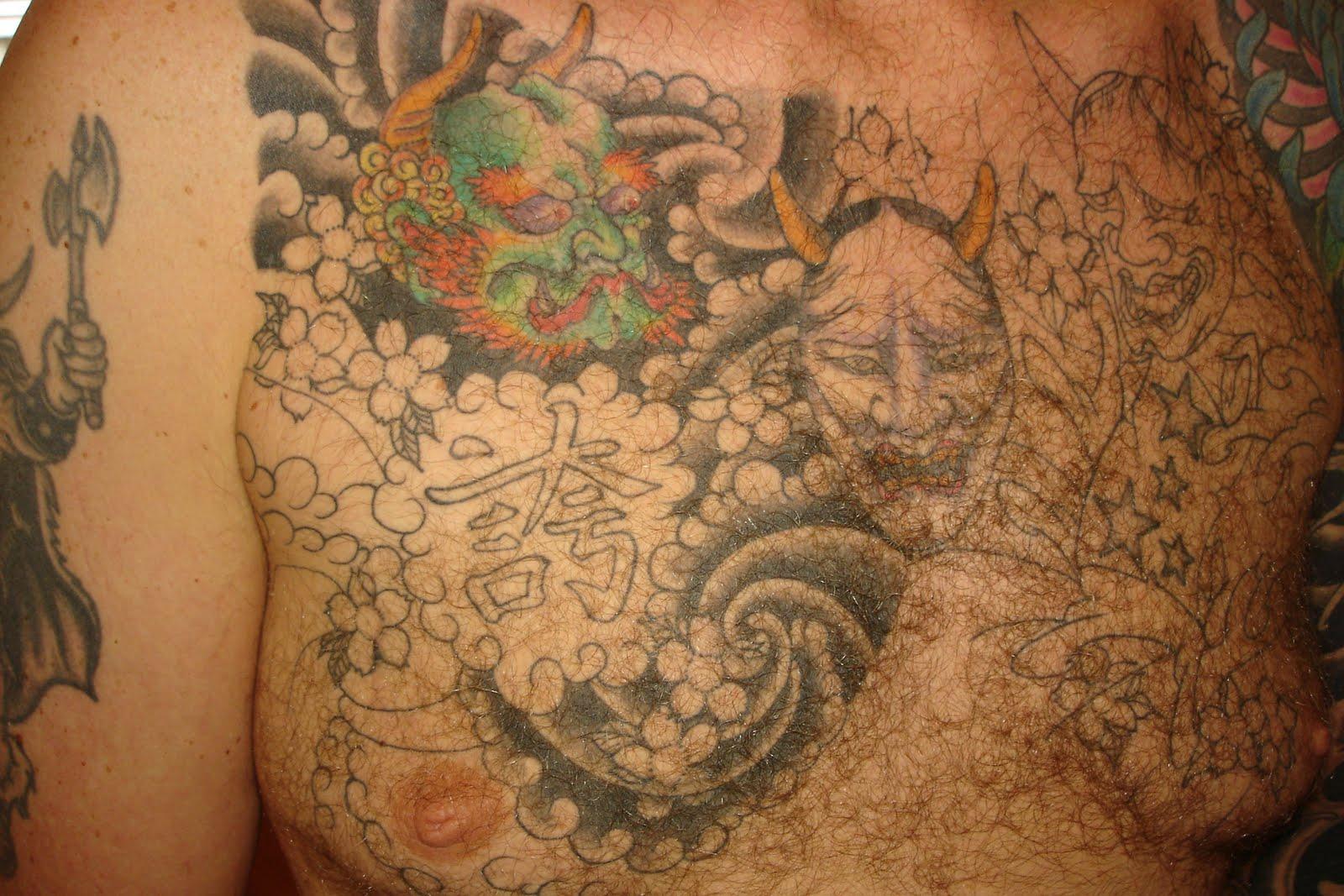 Joel tattooeerde ik in noorwijk zijn arm en rug en vlak voor ik