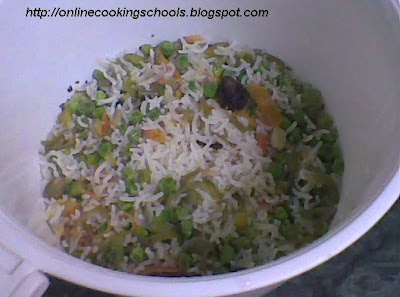 adding water to veg pulao