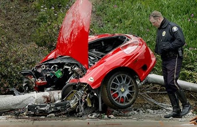 KIKO'S HOUSE: Why Do Crashed Ferraris Break In Two?