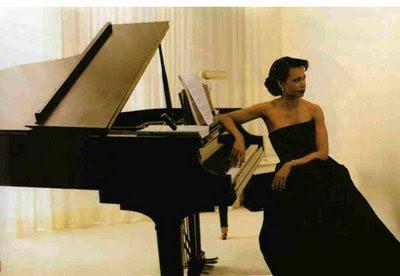 http://3.bp.blogspot.com/_Dm4sFu73cJo/SfnqbgYBRuI/AAAAAAAARSU/LCFtB_L-pEc/s400/Condi+at+piano.jpg