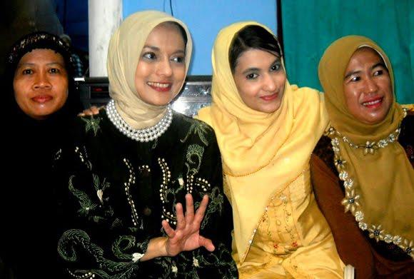 Yasmin Shahnaz Hasan dan Marissa Haque Fawzi di Lampung Selatan, Pilkada 2010