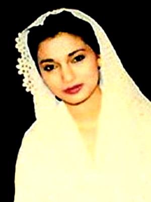 Fotoku Ini adalah Pengganti Foto Christine Panjaitan Mantan Pacar Ikang Fawzi di Meja Tulisnya