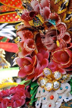 Warna-warni Batik Jawa Tengah, Karya Elis Anis, Teman Marissa Haque di OU, Athens, USA