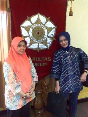 Indri & Marissa Haque dari FH-UGM, Yogyakarta, Sept 2010