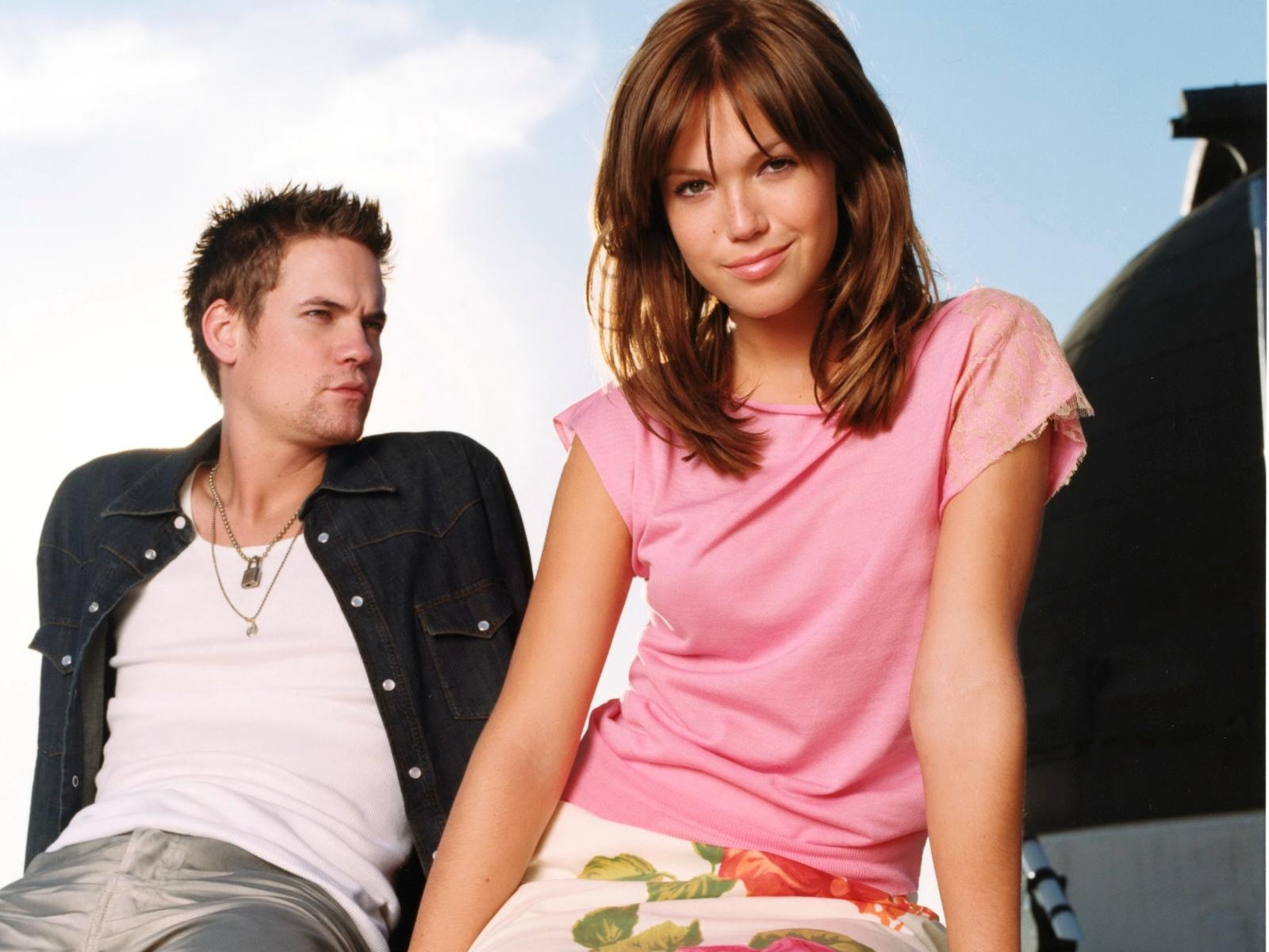 http://3.bp.blogspot.com/_DmZYLi-ezCw/TDAwFQS_h-I/AAAAAAAACSY/muy9JcpmJKY/s1600/a+walk+to+remember+cast+couple.jpg