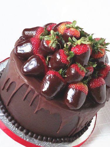 Cake With Chocolate Ganache And Strawberry Filling : Frosted: Chocolate Covered Strawberry Gourmet Cake and ...
