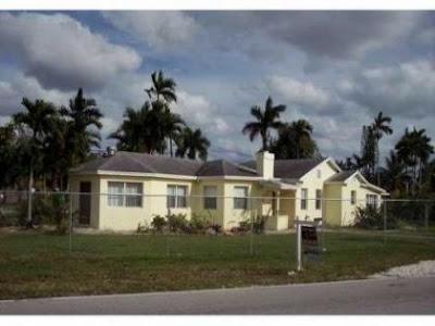 Frente de casa amplia en Miami Florida Direccion: 14401 N Miami Ave, Miami, FL 33168