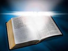 Leia a Biblia, pois ela te guiará pelo caminho reto