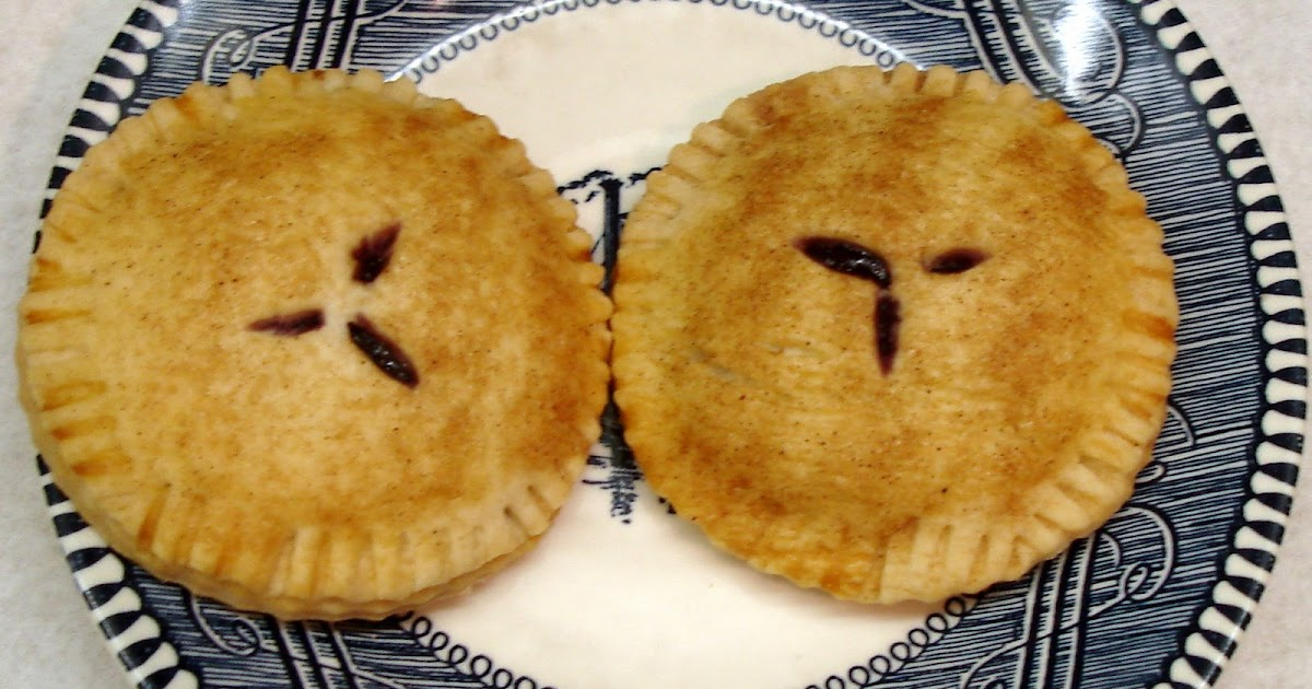 Sunshine Mom: Mini Blueberry Pies