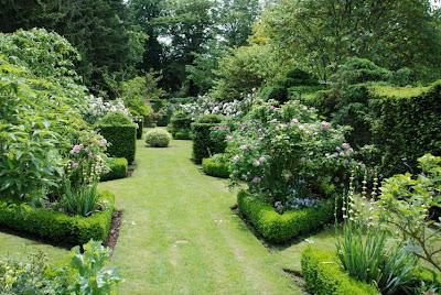 Nibelle et baudouin les jardins du grand courtoiseau trigu res for Grand jardin en friche