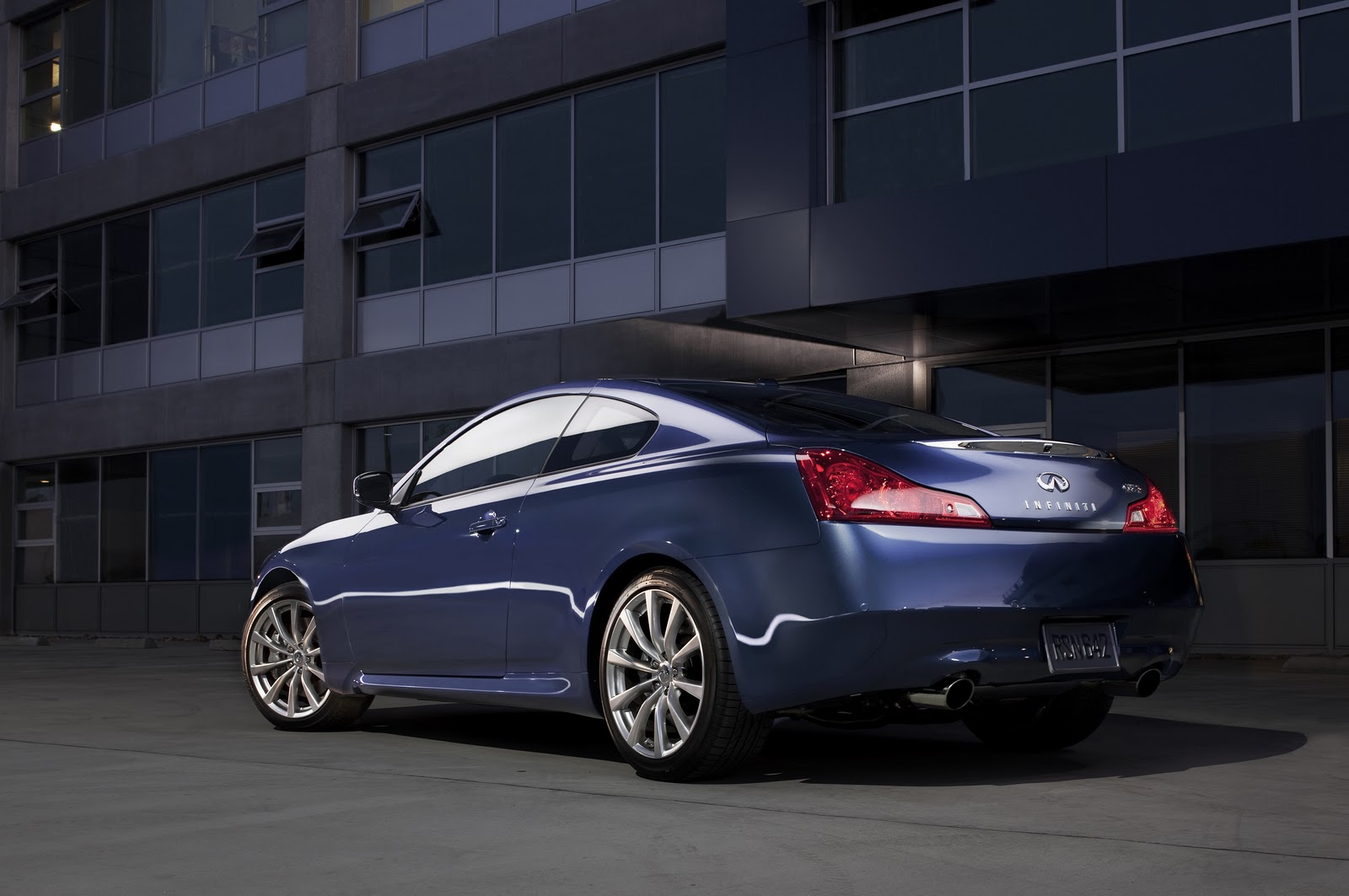 Jeffcarsyour auto industry connection 2010 infiniti g37 other options available on the g37 coupe include a navigation system high friction brake pads illuminated kick plates and maple interior accents vanachro Image collections