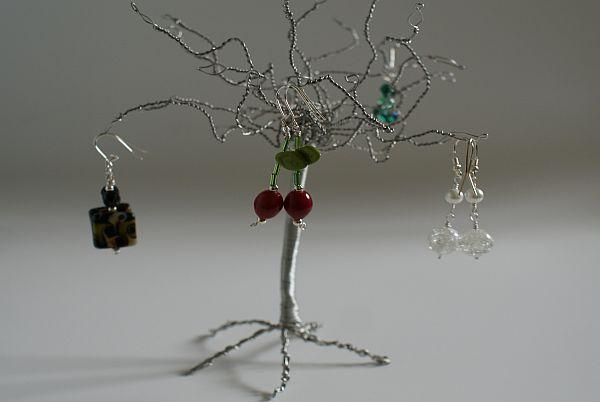 Espositori ecco alcune idee violetab - Porta orecchini ikea ...
