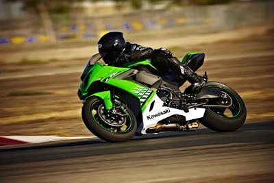 2010 Kawasaki Ninja ZX-10R Action