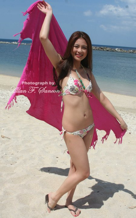 sam pinto sexy bikini photos 05