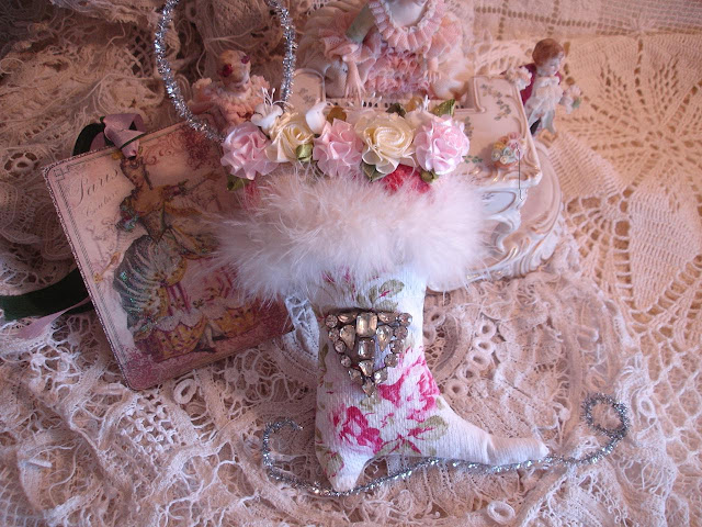 MARIE ANTOINETTE ICE SKATE LAVENDER SACHET