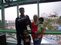 family Deqpak.moga bahagia mengelilingi hidupmu sekeluarga...