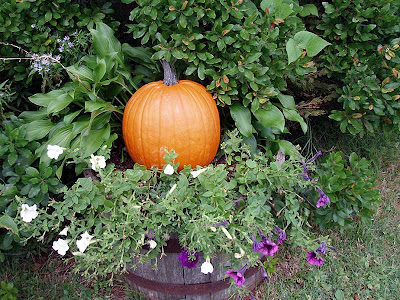 The front flower barrel gets a pumpkin, too.