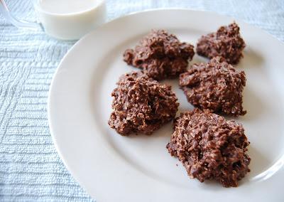 Kirsten's Kitchen: of vegan creations: Coconut Chocolate Macaroons