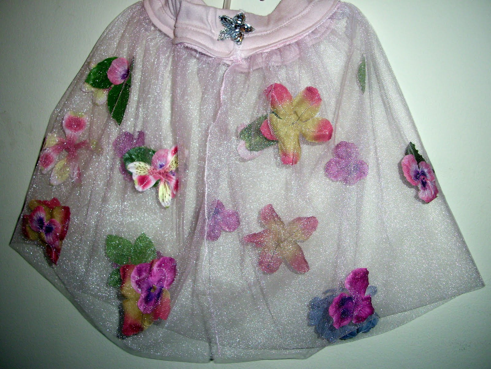 Fairy Crafts Silk Flowers http://craftsandcreationswithkathy.blogspot.com/2010/07/flower-fairy-toddler-tutu.html