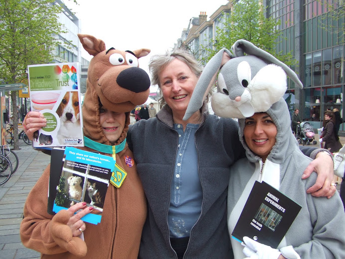 campaining for alternative to animal experiments