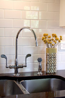 http://3.bp.blogspot.com/_E4CJN3vvUHY/TH7sb1gLotI/AAAAAAAAArc/ZDYeUTGmOck/s1600/Backsplash+-+subway+tile.jpg