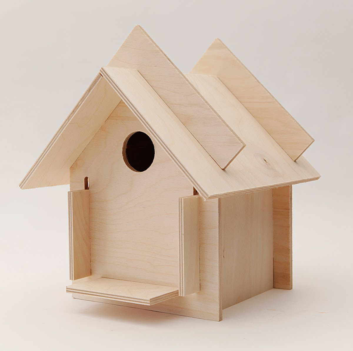 Grounded design by thomas rainer box for the birds for Projects house