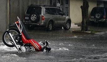 Muy buenos dias bizcacheros!!!! - Página 2 Moto+inundada