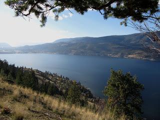 Näkymä Knox Mountainilta Okanagan-järvelle