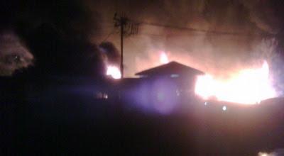 Gambar Foto Api Berbentuk Mata Manusia di Jayapura