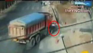 Un camion atropella a un ciclista