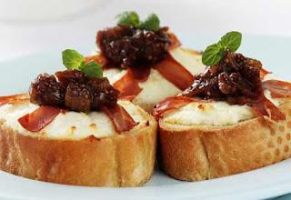 Crostini with Mozzarella and Tomato  Recipe ( Resep Crostini with Mozzarella and Tomato  )