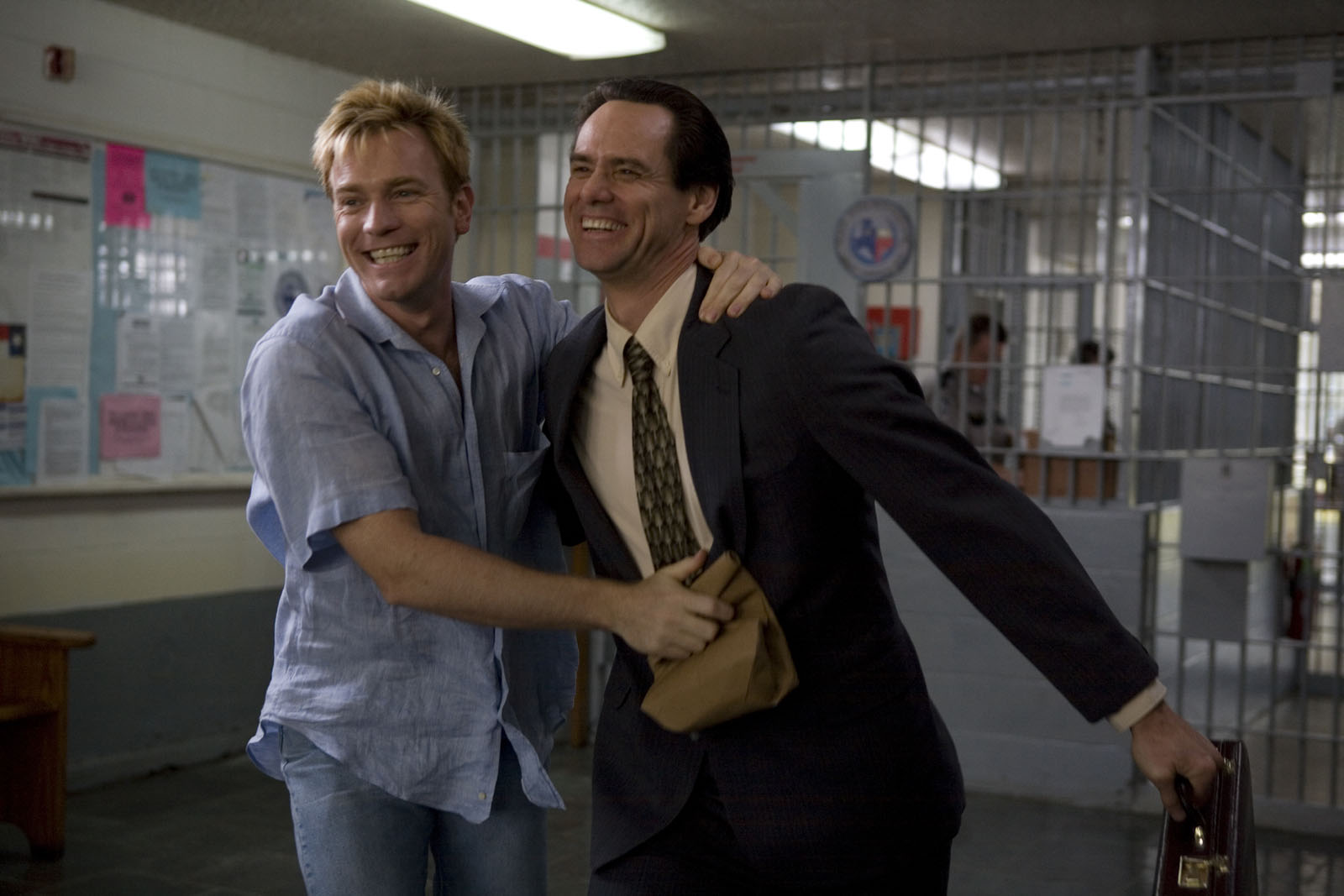http://3.bp.blogspot.com/_EAViqbzwc_s/TPNC0yYilGI/AAAAAAAACmY/ZpaXgHFjyZA/s1600/i_love_you_phillip_morris_movie_image_jim_carrey_and_ewan_mcgregor_l.jpg
