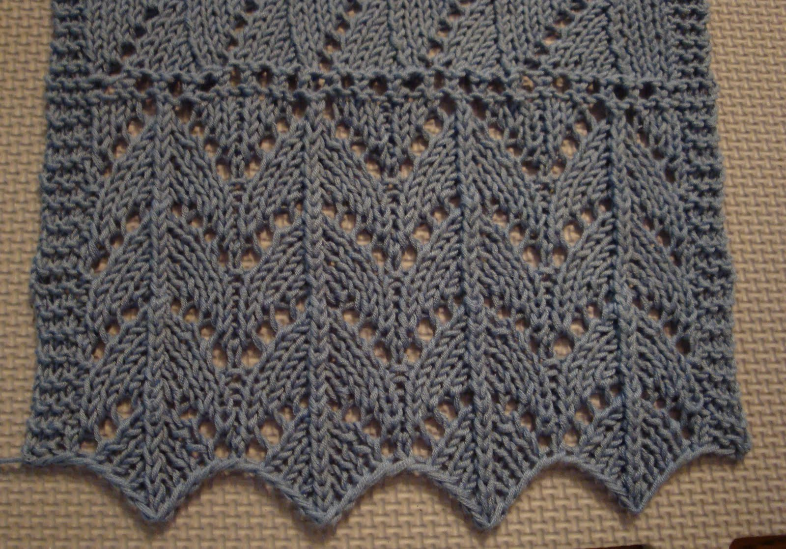 Knitting Horseshoe Lace Stitch Pattern : Kims Knitting Korner: July 2010